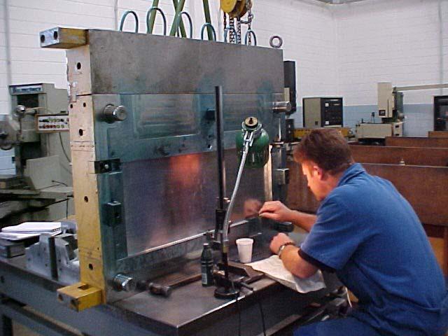 Manutenção de moldes plásticos