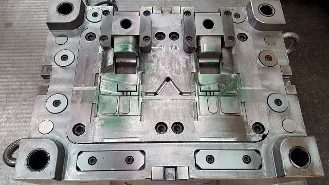 Moldes para injeção de peças plásticas